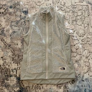 North Face light gray sherpa material vest